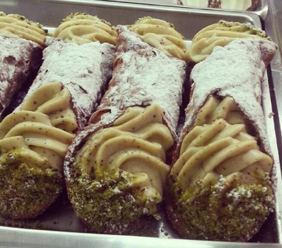 Cannoli siciliani al pistacchio di Bronte